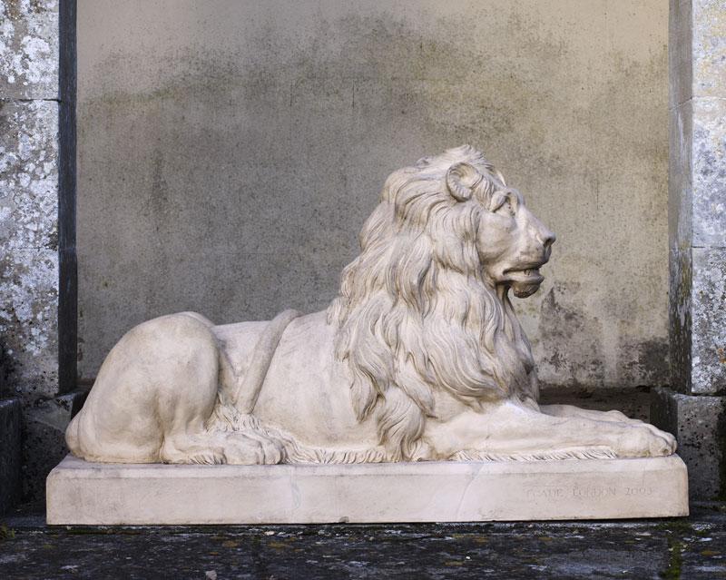 Couchant Lion Pair
